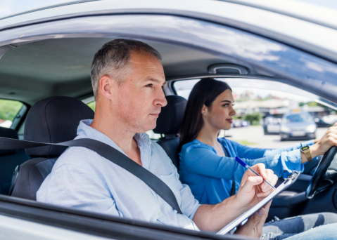 distracted-driving-3-smart-ways-you-can-avoid-it1